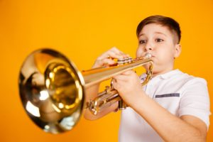 cheerful boy plays pipe blowing his cheeks humor playing wind instrument 94120 371 300x200 - Hudobný odbor