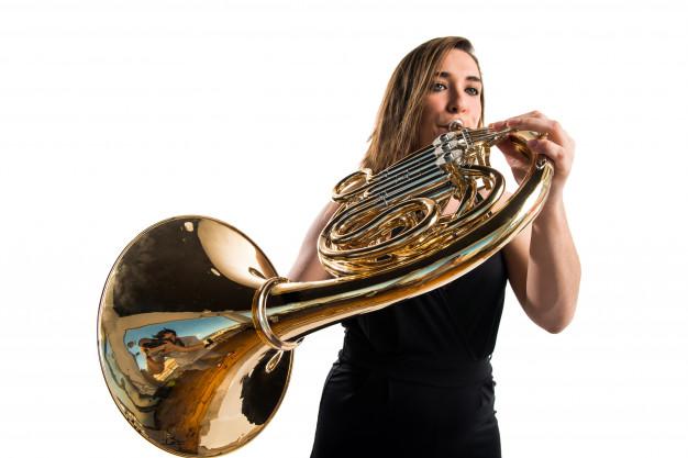 girl playing french horn 1368 15524 - Hudobný odbor