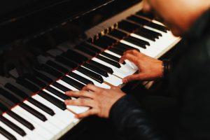 pianist 1149172 1280 300x200 - Hudobný odbor
