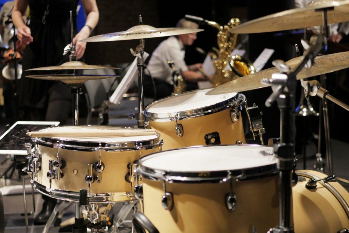 cropped drums 2778190 scaled 1 oxmt7pu5skb80ymosshlfvv5qcb4epzpwmwmikiips - Big Band