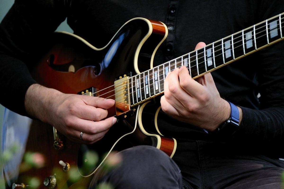 guitar 4280306 1280 p54333h9p2rtgum0c1q135k63pdbdbxpg6v8utb6m8 - Big Band